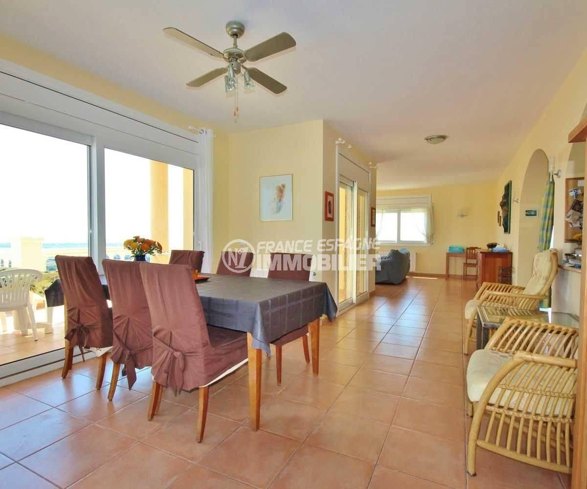 agence immobiliere palau saverdera: villa ref.3501, salle à manger / salon avec vue mer