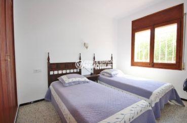 appartement costa brava a vendre, ref.3488, chambre 2, 2 lits simples avec placards