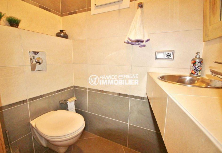costa brava immobilier: villa ref.2364, aperçu des toilettes avec lavabo