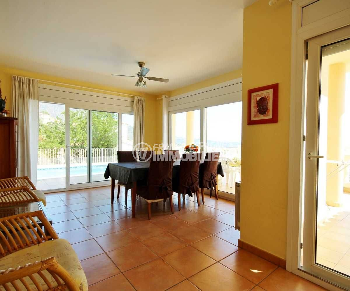costa brava immobilier: villa ref.3501, vue sur la piscine depuis le séjour