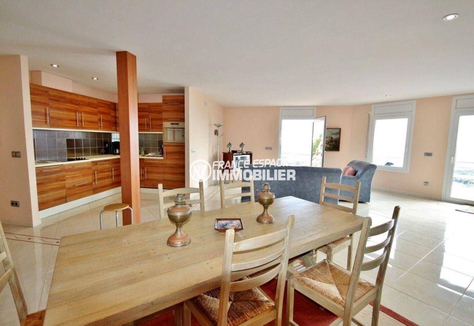 maison à vendre en espagne costa brava, ref.2364, coin cuisine aménagée et fonctionnelle