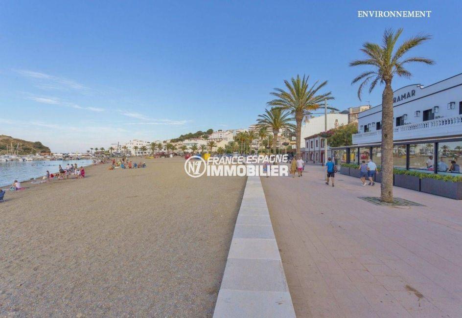 promenade près de la plage à proximité