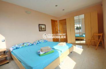 achat costa brava: villa ref.2364, suite parentale avec rangements accès salle de bains