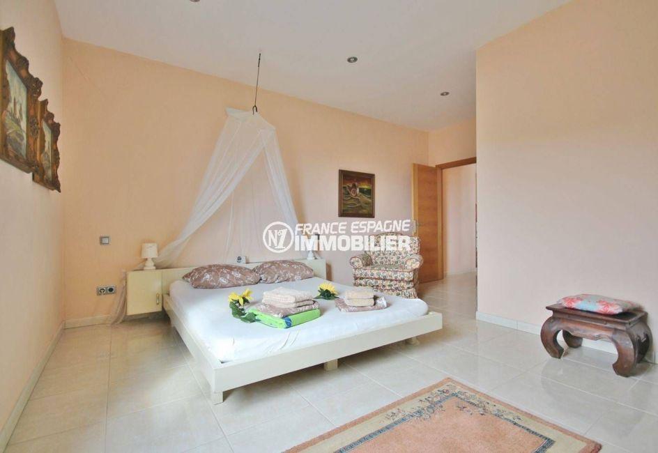 vente villa costa brava, ref.2364, deuxième chambre avec un lit double