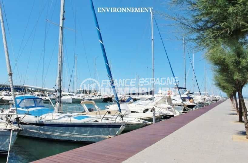 immo center rosas: appartement ref.3483, vue sur le port de plaisance à proximité