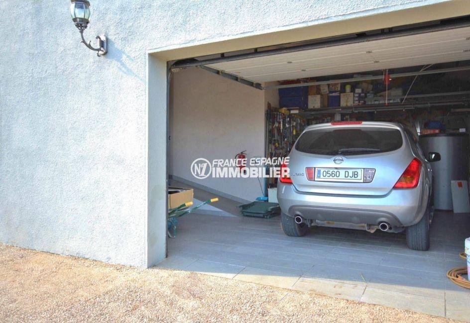 acheter costa brava: villa ref.2364, aperçu du garage, parking cour intérieur