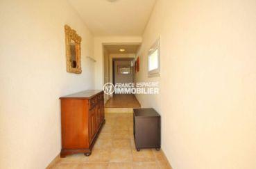 acheter maison espagne costa brava, ref.3501, aperçu du couloir accès chambres