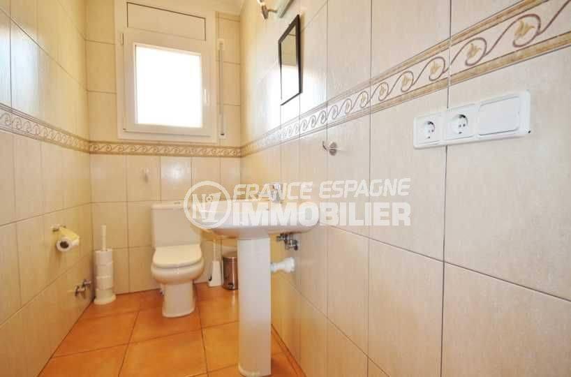 achat villa costa brava, ref.3501, vue sur les toilettes indépendantes