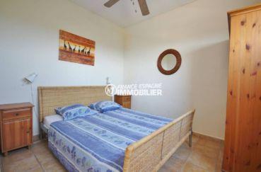 achat costa brava: villa ref.3501, première chambre avec lit double et rangements