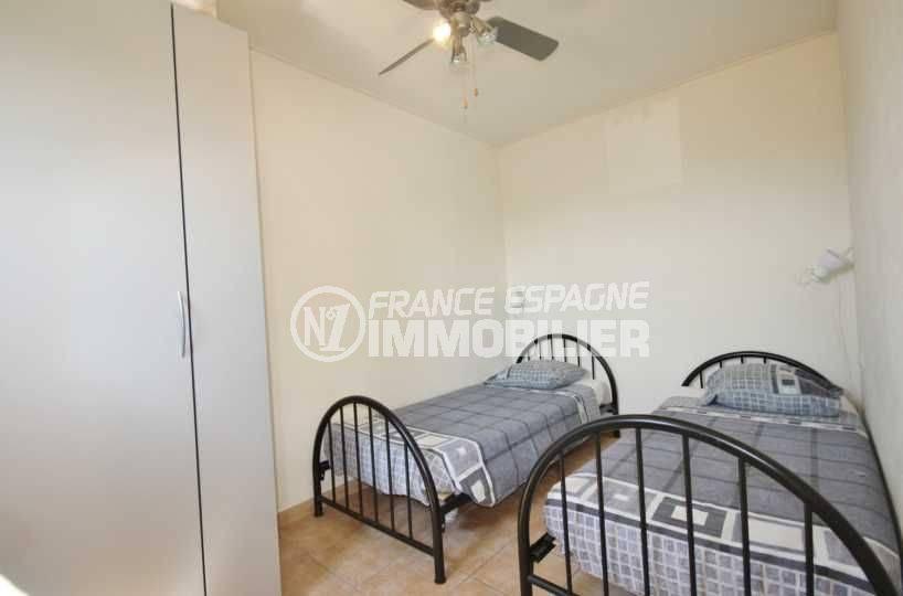 vente villa costa brava, ref.3501, deuxième chambre avec 2 lits simples et rangements