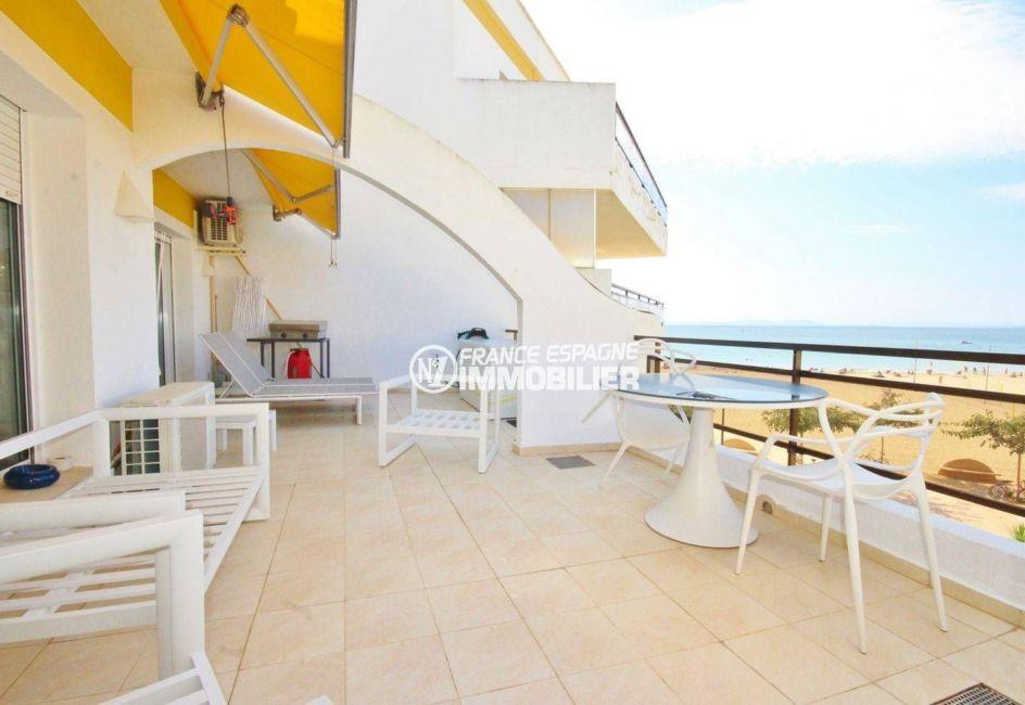 appartement a vendre rosas, face mer, acces direct plage santa margarita