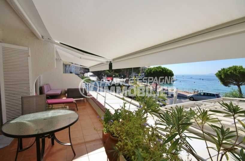 vente appartement rosas: front de mer vue imprenable, plage à 50 m