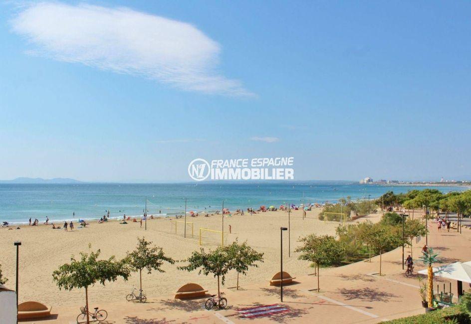 appartements a vendre a rosas: atico face mer, acces direct plage santa margarita