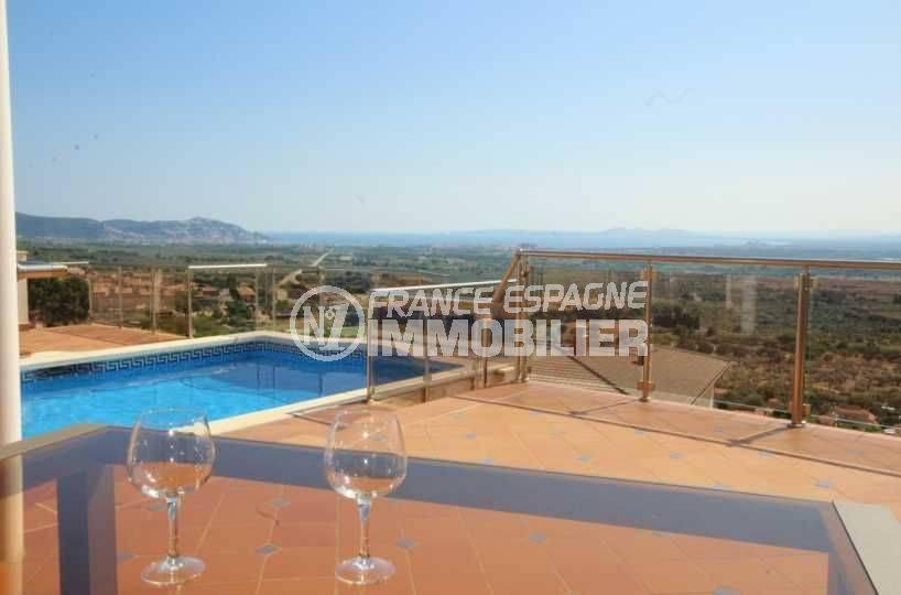 terrasse avec piscine vue mer