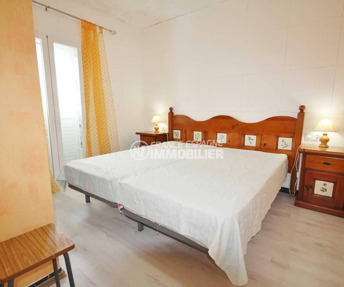 immo center rosas: appartement ref.3493, la chambre avec grand lit