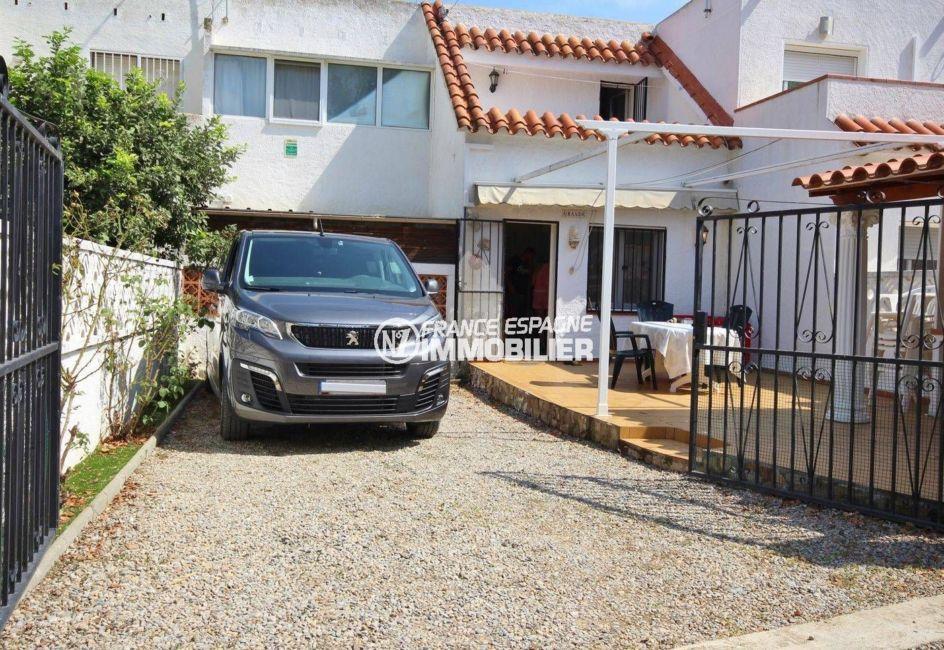 villa avec parking privé