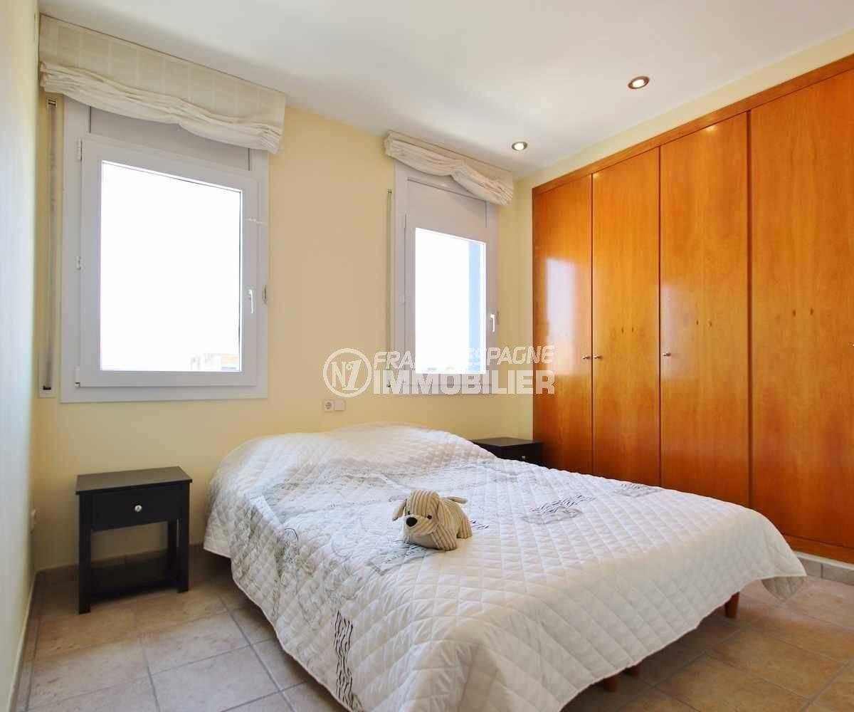 agence immobiliere costa brava: appartement ref.3482, seconde chambre avec penderies intégrées