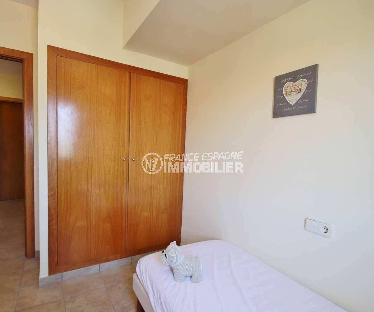 appartement rosas vente, ref.3482, aperçu chambre 4 avec penderie intégrée