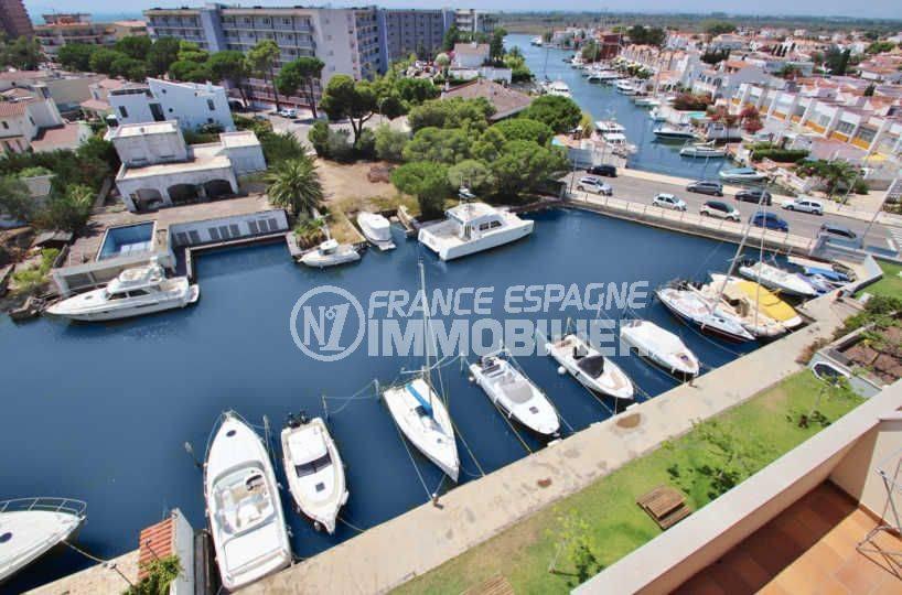 vente appartement rosas espagne, ref.3482, vue plongeante sur le canal, aperçu des amarres