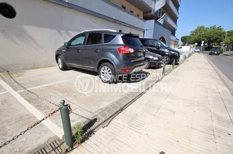 parking privé extérieur