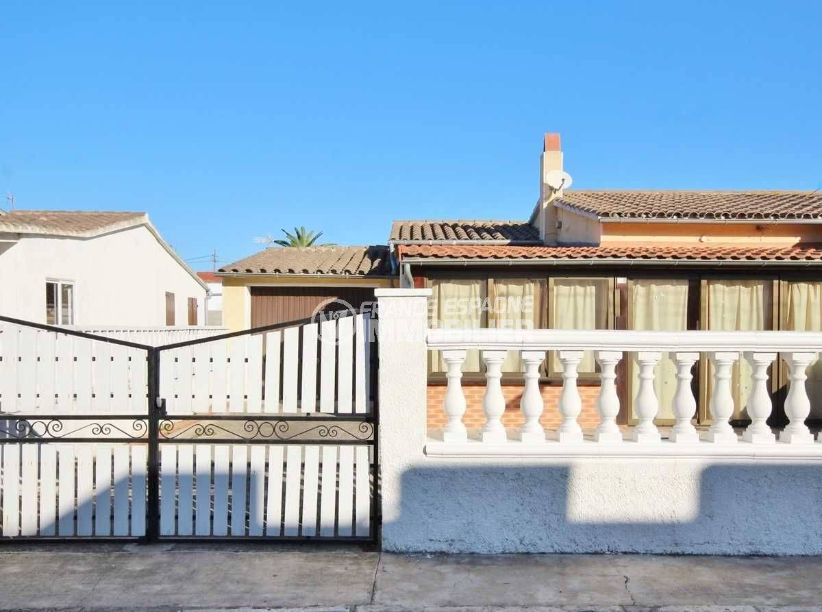Empuriabrava vue villa façade plain pied avec garage