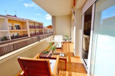 agence immobiliere costa brava: villa au centre-ville de roses avec garage, proche plage