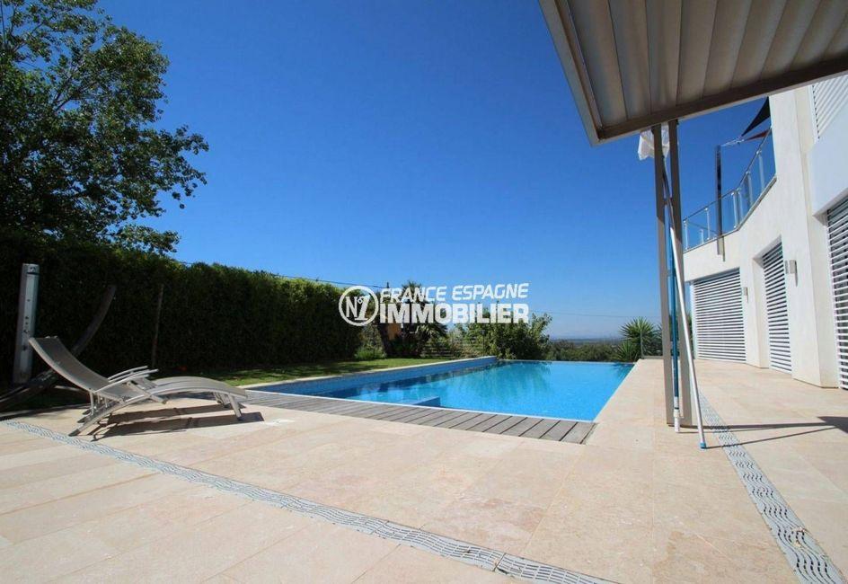 maison a vendre espagne, garage, grande terrasse près de la piscine coin détente