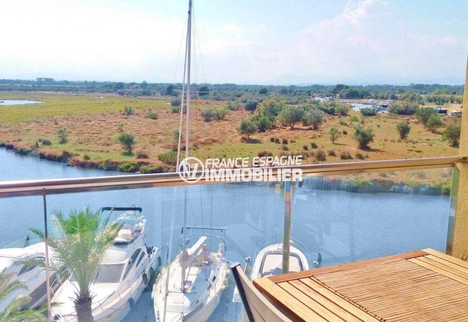 immo roses: appartement 47 m², vue sur le canal et le parc naturel depuis la terrasse