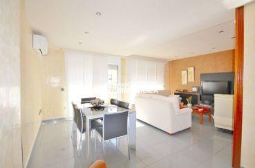 agence immobilière costa brava: villa rosas, salon / séjour accès terrasse