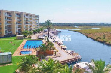 roses espagne: appartement 47 m², aperçu de la piscine communautaire, vue sur le canal