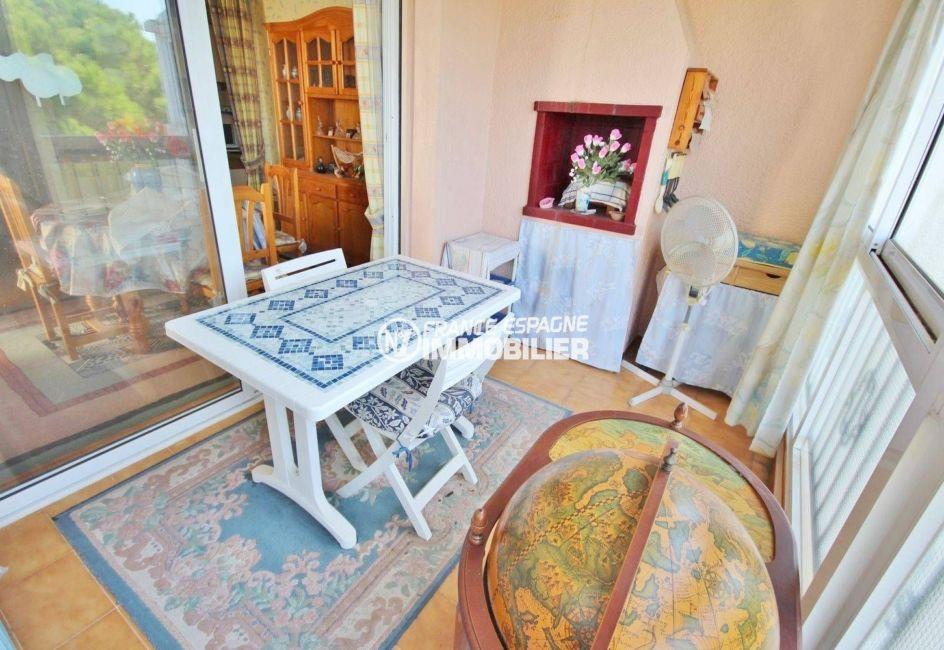 appartement roses - 39m² avec terrasse/veranda vue mer, piscine - petit prix, accès sur le salon / séjour