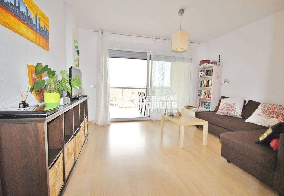 appartement a vendre a rosas, piscine, salon / séjour avec rangements accès terrasse