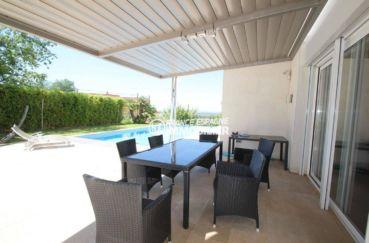 agence immobiliere palau saverdera: villa 476 m², terrasse près de la piscine accès salon