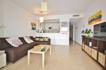 agence immobiliere costa brava: appartement 47 m², cuisine semi-ouverte sur le salon / séjour