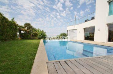 vente immobiliere costa brava: villa 476 m², terrasse entretenue avec piscine et douche extérieure