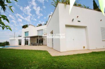 vente immobilière costa brava: villa 476 m², aperçu de la façade et terrain de 972 m²