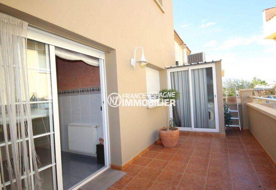 agences immobilieres rosas: villa 285 m², aperçu de la terrasse avec accès débarras
