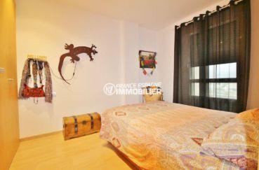 acheter appartement rosas, vue canal, chambre avec lit double et placards