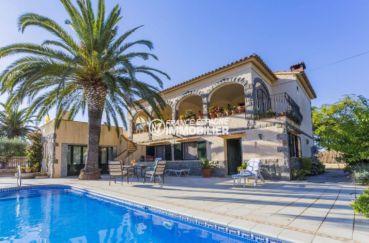 immobilier empuria brava: villa avec piscine et garage, plage à 500 m, grand terrain