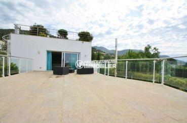 vente maison costa brava, piscine, grande terrasse à l'étage avec vue sur les montagnes