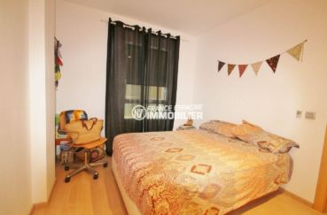 agence immobiliere rosas santa margarita: appartement 47 m², chambre avec des rangements