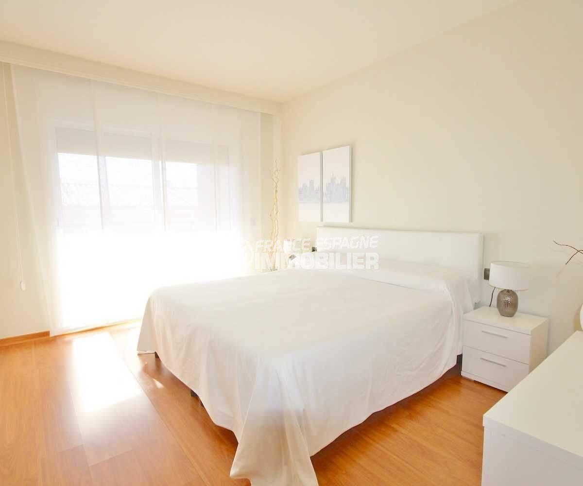 maison a vendre espagne rosas, proche plage, première chambre lumineuse avec lit double