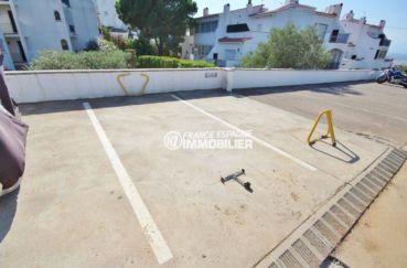 appartement costa brava, ref.3517, vue sur le parking extérieur privé