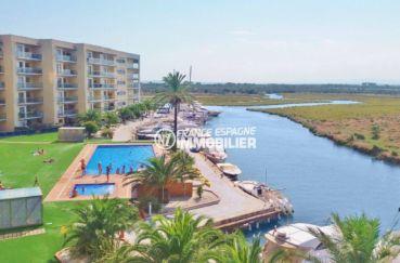 appartement rosas vente, piscine, aperçu des voiliers et embarcadères près de la résidence