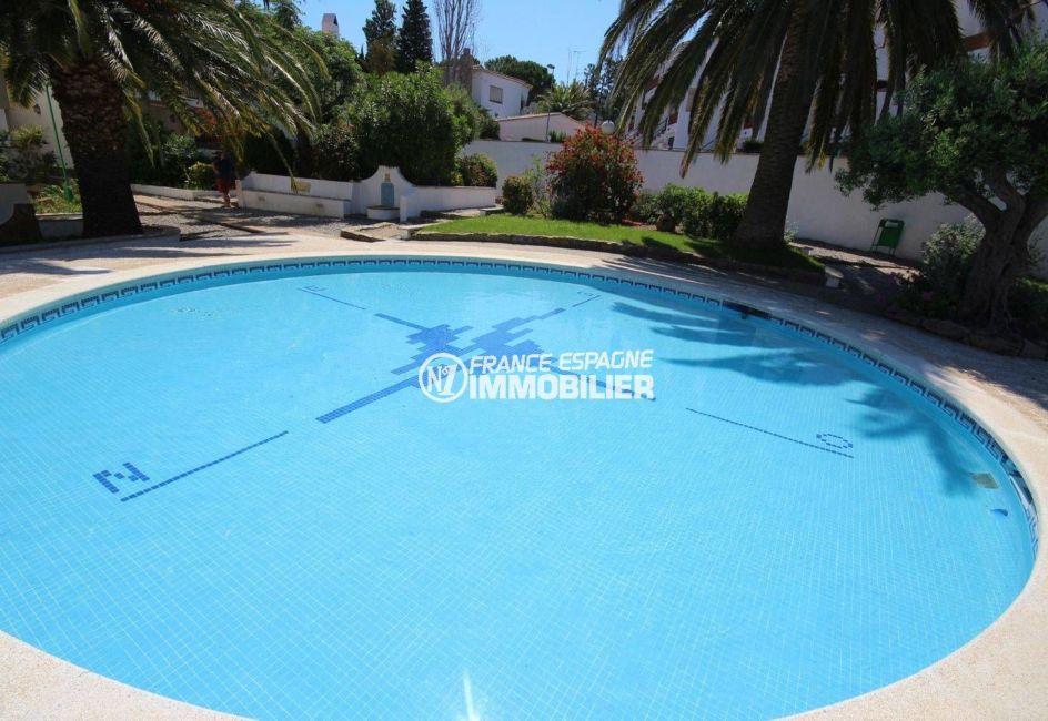 la costa brava: appartement ref.3517, aperçu d'un des bassins de la piscine