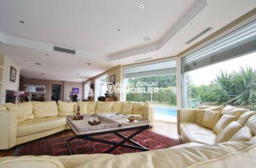 maison a vendre en espagne pres de la frontiere francaise, palau, salon accès terrasse piscine