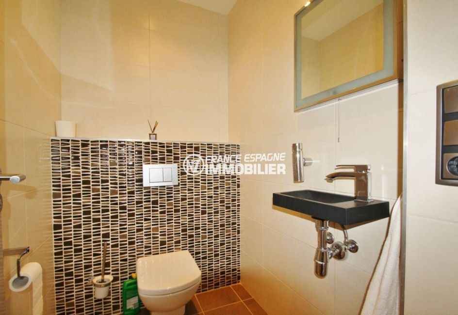 maison a vendre costa brava espagne, standing, toilettes indépendantes avec lavabo