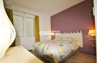 vente immobiliere en espagne costa brava: villa 476 m², première chambre avec lit double et rangements