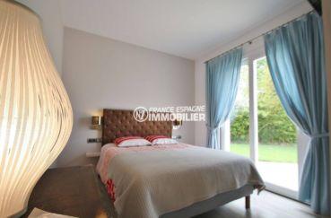 le bon coin espagne costa brava: villa 476 m², deuxième chambre avec lit double accès jardin