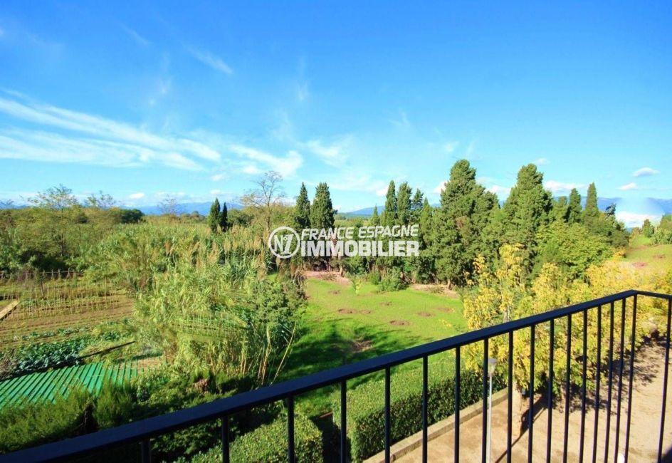 maison a vendre espagne, à peralada, paysage arboré depuis la terrasse